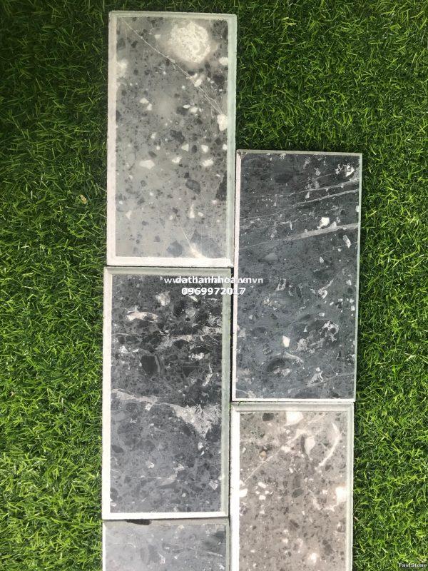 Chất liệu : Đá tự nhiên Thanh Hóa, Nghệ An Quy cách : 10x20x 1.8cm Bề mặt: Bóc lồi ứng dụng: Ốp cột, ốp chân tường, ốp tường, ốp tranh đá