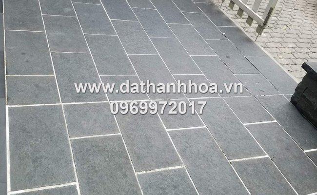 đá bazan xám đen được ứng dụng trong ốp lát sân vườn