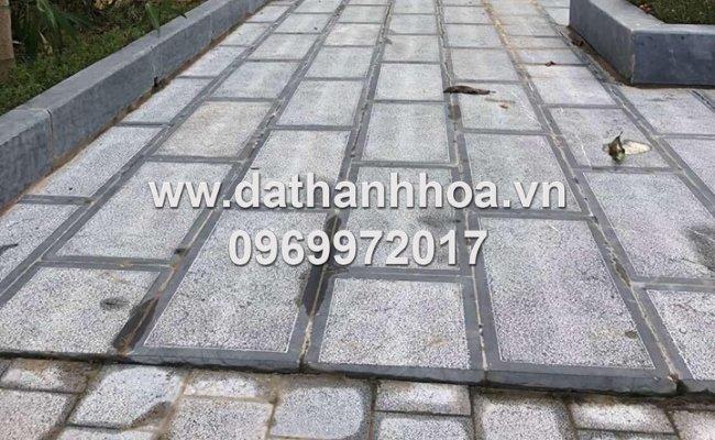 Sử dụng đá đen băm mặt trừ viền làm đá lát lối đi bộ tại Hà Nội